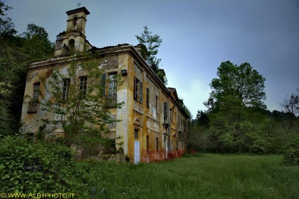 Villa capriglio abbandonata torino albyphoto for Interno ville foto